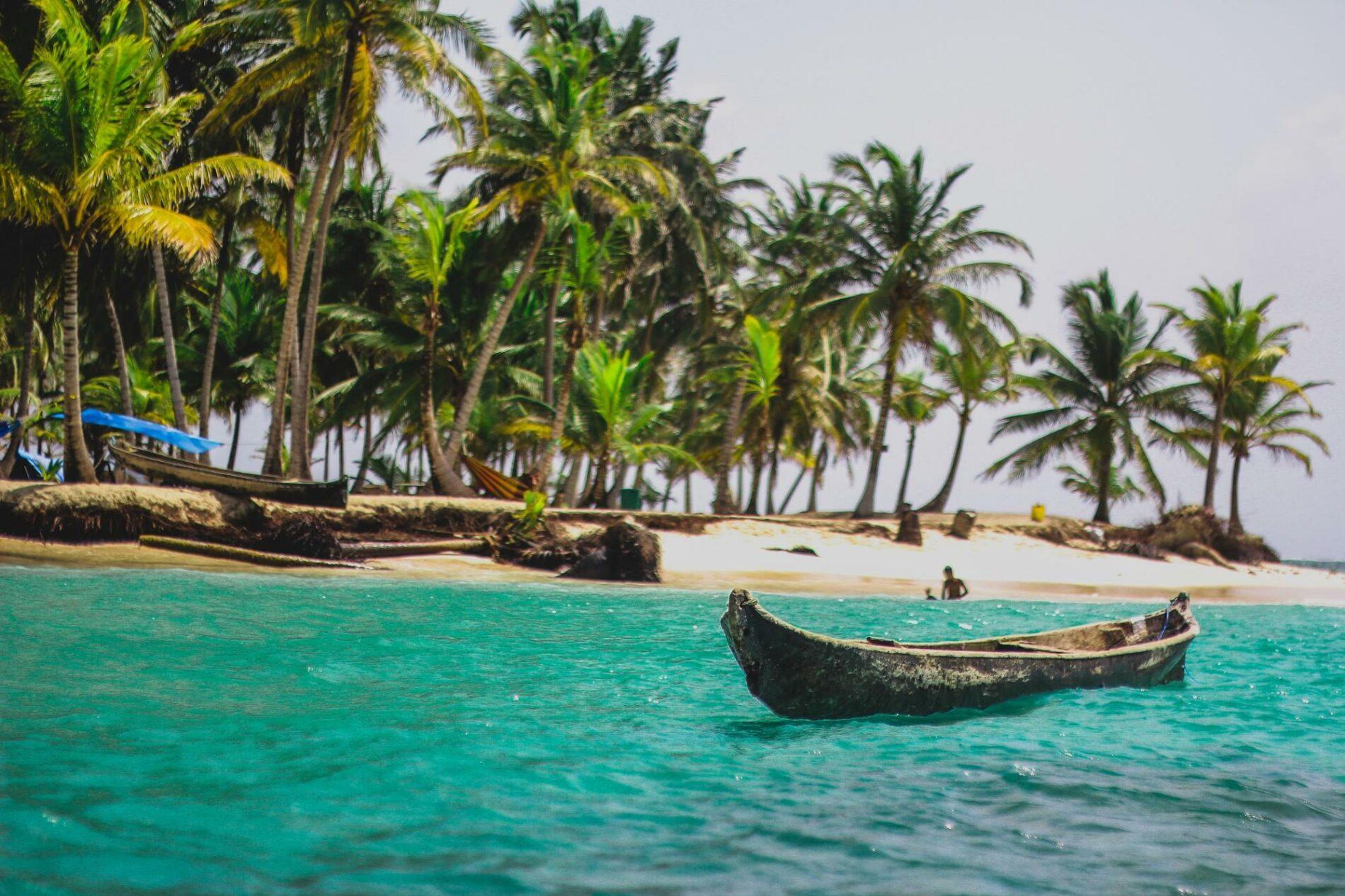 Visit the Kuna Indians in the beautiful San Blas Islands
